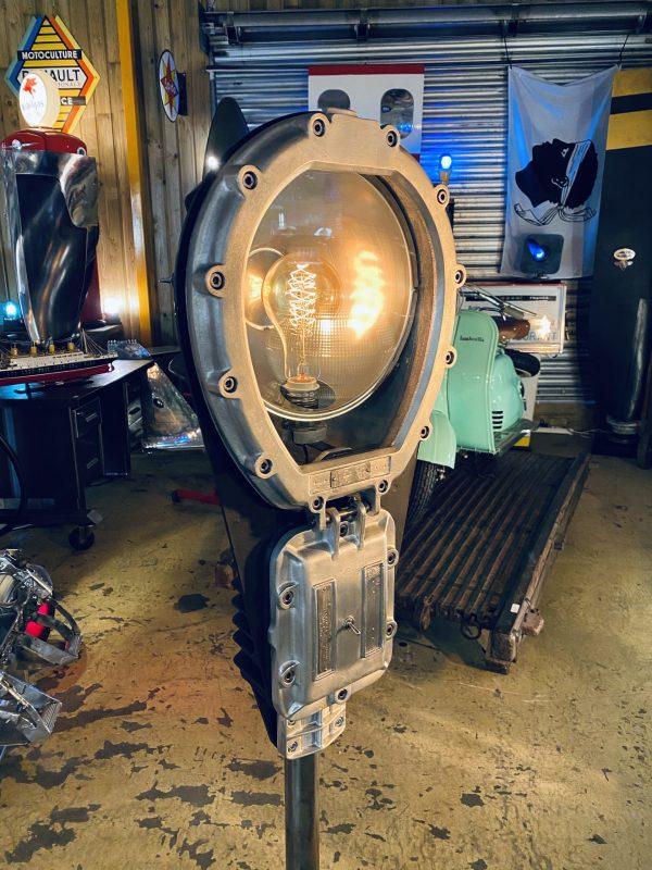 lampadaire industriel sur pied