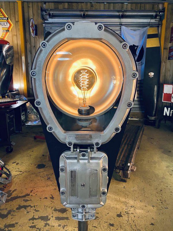 lampadaire en métal industriel