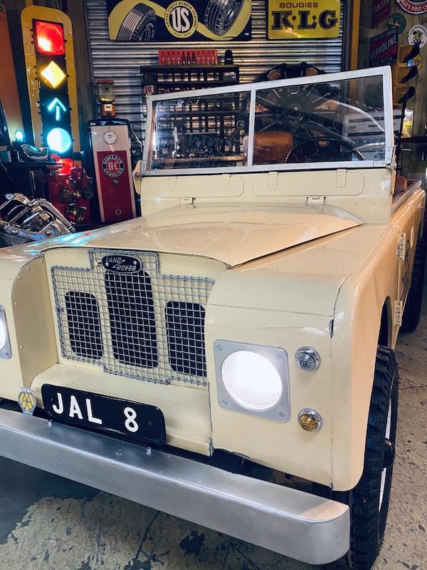 Land Rover Defender miniature