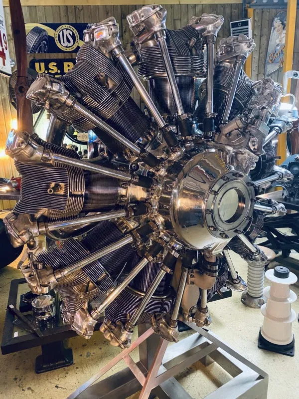 moteur d'avion ancien