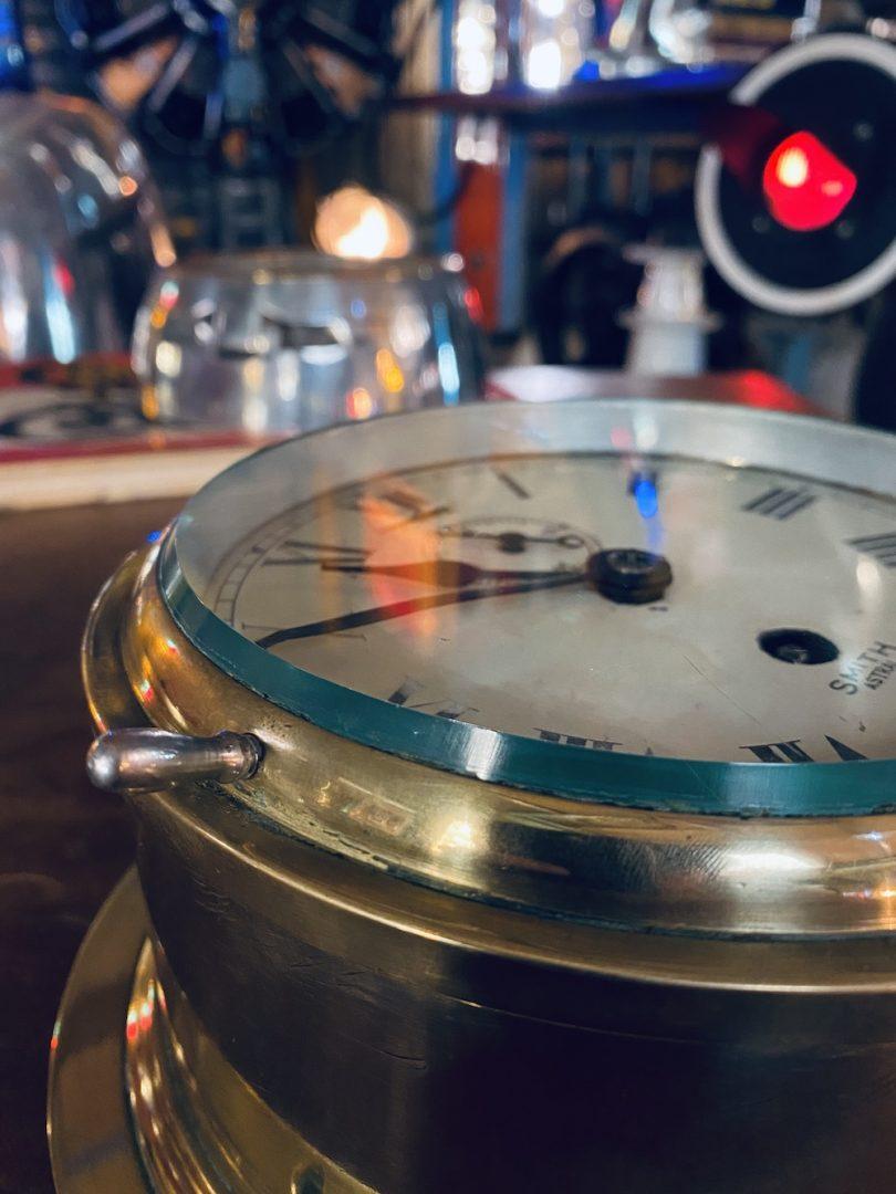 vielle horloge de bateau
