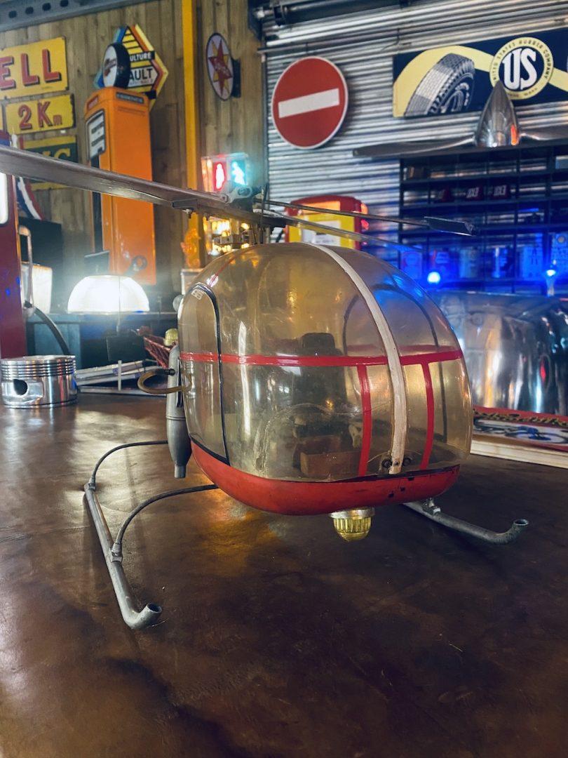Vielle maquette d'hélicoptère